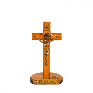 CRUCIFIXO EM MADEIRA IMBUIA COM MEDALHA MÃOS ENSAGUENTADAS DE JESUS