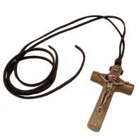 COLAR EM COURO COM CRUZ MÃOS ENSANGUENTADAS DE JESUS