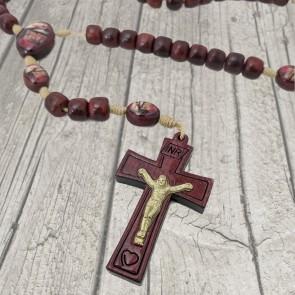 TERÇO COM CRUZ INRI MÃOS ENSANGUENTADAS DE JESUS